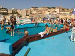 Auf der Fähre vor Ancona - der Pool am Heck